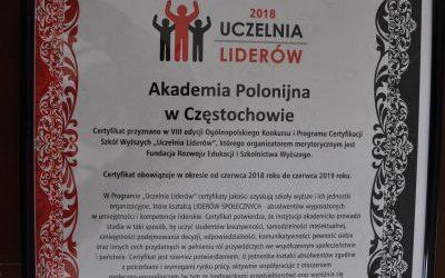 """Akademia Polonijna z certyfikatem """"Uczelnia Liderów"""" i certyfikatem  """"Najwyższa jakość studiów""""."""